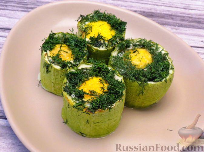 Яйца, запечённые в кабачке
