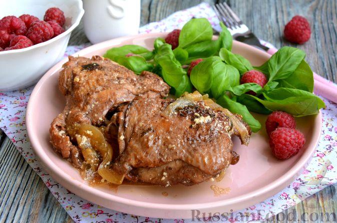 Куриные бёдра в малиновом маринаде с вином, тушенные со сливками