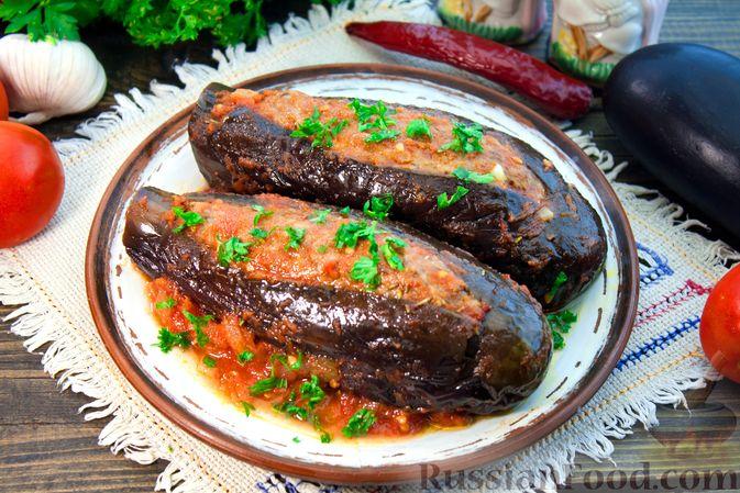 Фаршированные баклажаны, тушенные в томатном соусе
