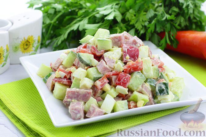Салат с ветчиной, огурцами, болгарским перцем и яйцами