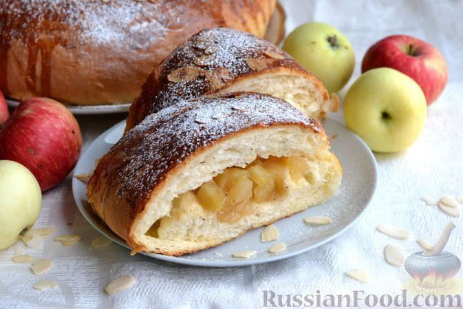 Яблочный пирог-кольцо из дрожжевого теста