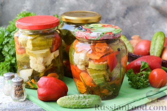 Маринованные огурцы с кабачками, сладким перцем и цветной капустой