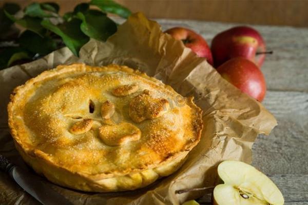Осенний пирог с яблочной начинкой