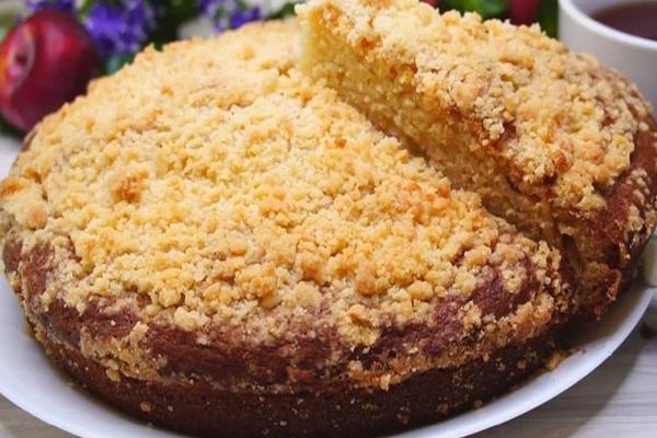 Пирог на кефире с крошкой
